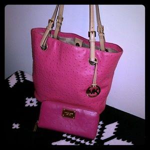 MK Pink Ostrich LG Tote W/Matching Wallet